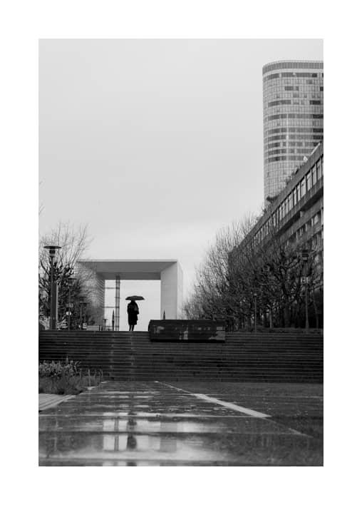 street photo noàir et blanc La Défense Paris